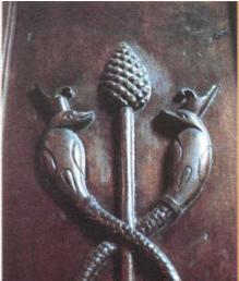 Las serpientes enlazadas del bastón de Osiris.