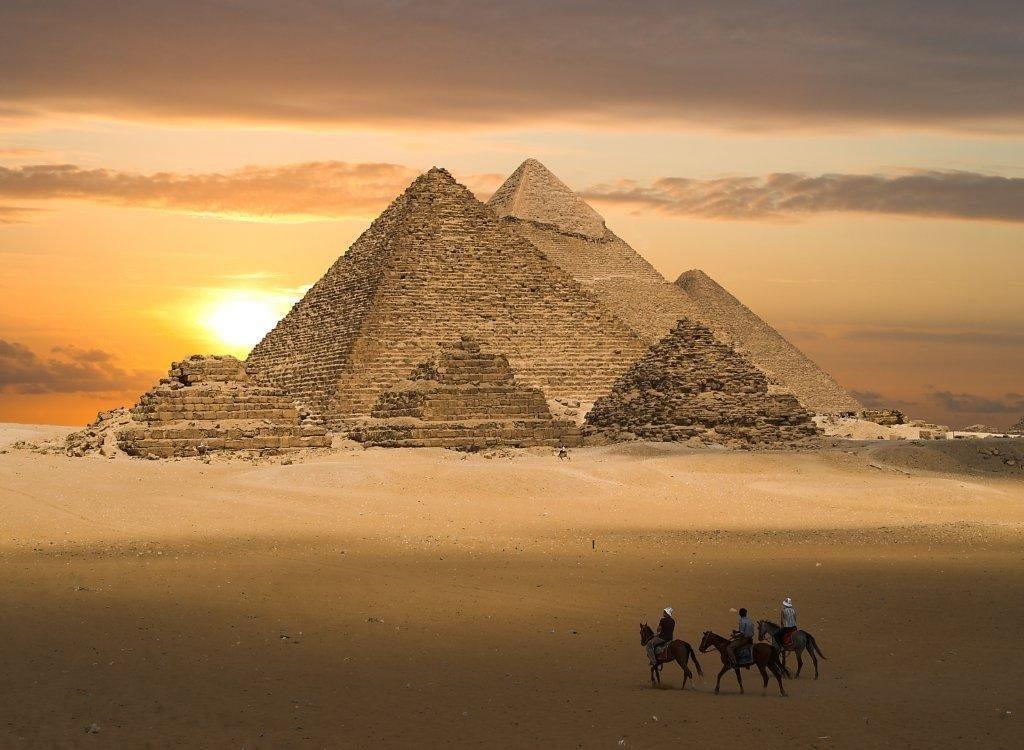 La Grande Pyramide, Jérusalem, le Mont Sinaï et le Mont des Oliviers (Moyen-Orient)