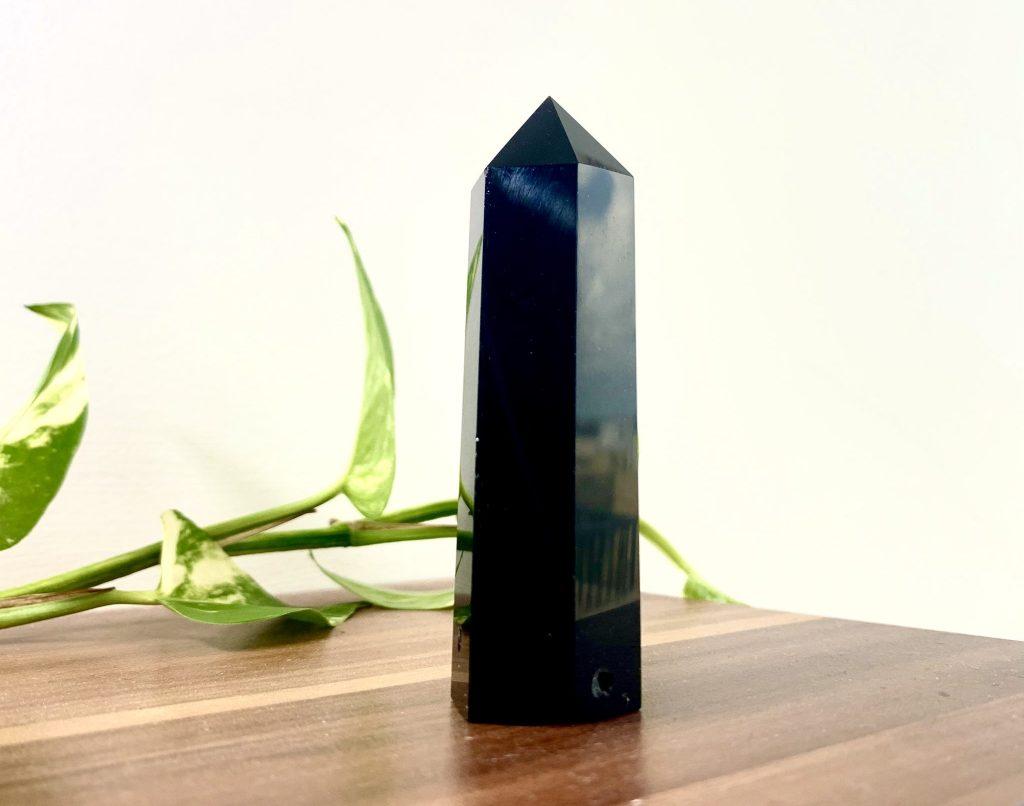 varilla en obsidiana negra