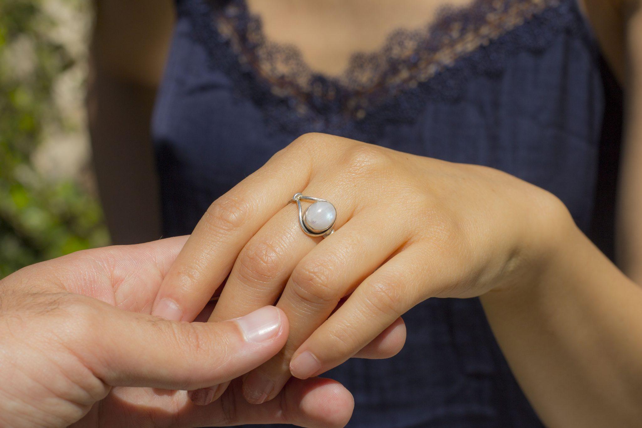 anillo piedra de luna